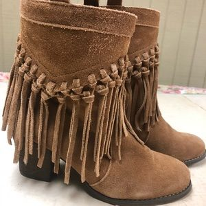 Sbicca suede boots with fringe